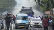 Polisi Kerahkan Mobil Water Canon ke Petamburan, Semprot Cairan Disinfektan