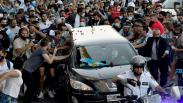 Suasana Pemakaman Diego Maradona Diiringi Ribuan Penggemar