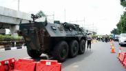 Penampakan Panser Anoa TNI Ikut Operasi Penyekatan di Perbatasan Jakarta