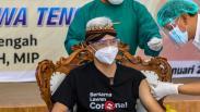 Ganjar Pranowo Disuntik Vaksin Covid-19, Pertama di Jawa Tengah