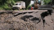 Jalan Penghubung Kendal Temanggung Ambles, Kendaraan Besar Dilarang Melintas