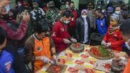 Mensos Tri Rismaharini Kunjungi Warga Terdampak Banjir Pekalongan