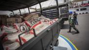 TNI AL Salurkan Bantuan Sembako untuk Korban Banjir Bekasi dan Karawang