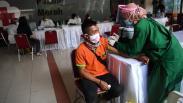 Antusiasme Tinggi, Vaksinasi Covid-19 Pedagang Pasar Tanah Abang Diperpanjang
