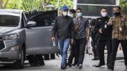 Pakai Topi dan Jaket Hitam, Gubernur Sulsel Nurdin Abdullah Dibawa KPK