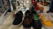 Penampakan Sepatu Lokal Buatan Klaten Dijual Online Rp99.000