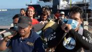 Terlalu, Lucinta Luna Tunggangi Lumba-Lumba Hidung Botol saat Liburan di Bali