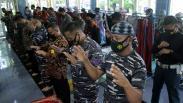 Prajurit TNI AL Salat Gaib Doakan Awak KRI Nanggala