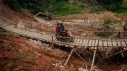 Jembatan Rusak Desa Citorek Lebak Dibangun Swadaya Masyarakat