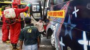 Tiba di Terminal Kampung Rambutan, Pemudik Disemprot Cairan Disinfektan