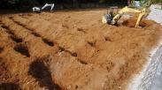 Alat Berat Dikerahkan untuk Percepat Penggalian Makam Khusus Covid di Bogor