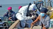 Cari Nelayan hingga ke Tengah Laut, Marinir TNI AL Laksanakan Serbuan Vaksinasi