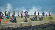 Waspada, Gelombang Tinggi hingga 6 Meter Terjang Pesisir Pantai Sumatera Barat