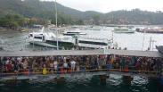 Dampak Cuaca Buruk, Penumpang Menumpuk di Pelabuhan Padangbai