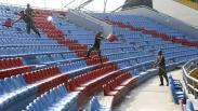 TNI Perbaiki Kursi Stadion Jakabaring yang Dirusak Oknum Suporter
