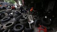 Berdiri di Atas Jalur Hijau, Puluhan Lapak Usaha Dibongkar Satpol PP Surabaya