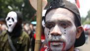 Tolak Politik Adu Domba, Buruh Gelar Aksi Teatrikal