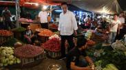 Cek Harga Kebutuhan Pokok, Presiden Jokowi Blusukan ke Pasar Tradisional
