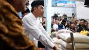 Blusukan ke Pasar Sidoarjo, Jokowi Pastikan Harga Kebutuhan Pokok Normal