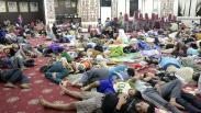 Trauma Tsunami, Warga Pesisir Mengungsi di Kantor Gubernur Lampung
