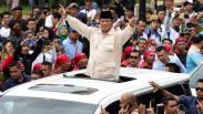 Ribuan Buruh Sambut Prabowo saat Hadiri Peringatan May Day di Senayan