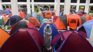 Iktikaf 10 Hari Terakhir Ramadan, Warga Dirikan Tenda di Masjid Habiburahman