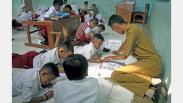 Tak Punya Meja dan Bangku, Siswa SD Negeri Bogor Belajar di Lantai