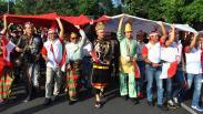 Ratusan Warga Bogor Mengarak Bendera Merah Putih Ukuran Raksasa
