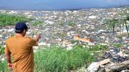 Penampakan Ratusan Bangkai Babi Dibuang ke Danau Siombak Medan