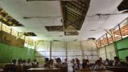 Siswa SDN 3 Grobogan Belajar dengan Kondisi Sekolah Rusak