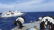 Foto Kapal China Dihalau KRI Tjiptadi-381 Masuk Wilayah RI di Laut Natuna