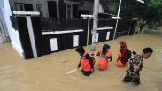 Tanggul Sungai Jebol, Ratusan Rumah di Desa Wanakaya Cirebon Terendam Banjir