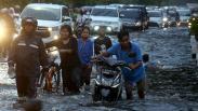 Diguyur Hujan, Jalanan di Surabaya Terendam Banjir