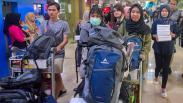 Keluarga Sambut Kedatangan WNI dari Natuna di Bandara Halim Perdanakusuma