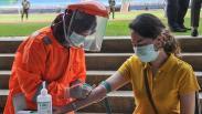 Tenaga Medis Ikuti Rapid Test COVID-19 di Bekasi