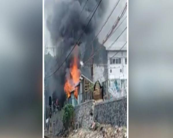 Meledak, Gardu Listrik PT KAI di Tanah Abang Terbakar