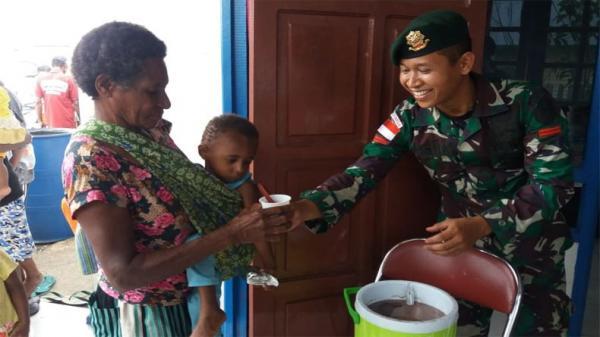 Cegah Polio, Satgas Yonif 755 Vaksinasi Ibu Hamil dan ...