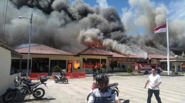 Tinjau Mapolres Lampung Selatan yang Terbakar, Kapolri Tanya Kondisi Senjata