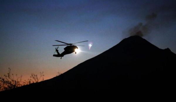 Helikopter Jatuh di Danau saat Ambil Air untuk Padamkan Kebakaran Hutan