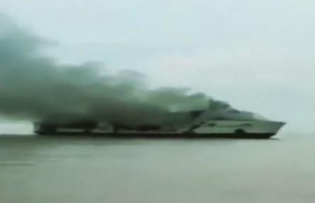 Video Kapal KM Santika Nusantara Terbakar di Perairan Masalembo