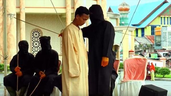 20 Pelanggar Syariat Islam di Aceh Barat Dihukum Cambuk, 15 Orang Kabur