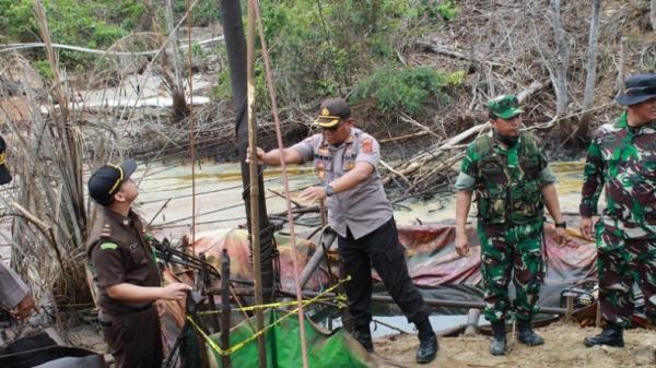 Tim Satgas Gabungan Tutup 1.300 Sumur Minyak Ilegal di Batanghari dan Sarolangun