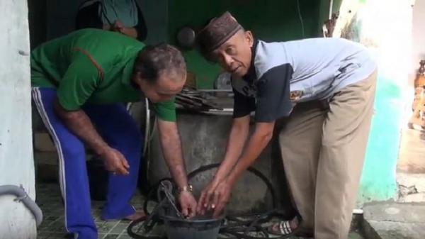 Polisi Pasang Garis Pengaman di Sumur Penghasil Air Panas di Tegal