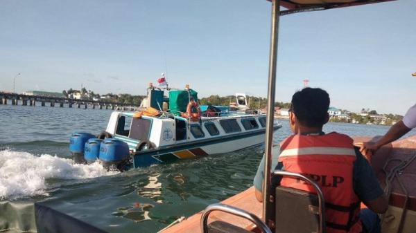Kapal Malinau Expres IX Berpenumpang 35 Orang Dihantam Kayu di Tanjung Tiram Kaltara