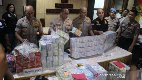 Polisi Akan Jual Masker Sitaan, Mahfud: Asal Uangnya Tak Dimakan Sendiri