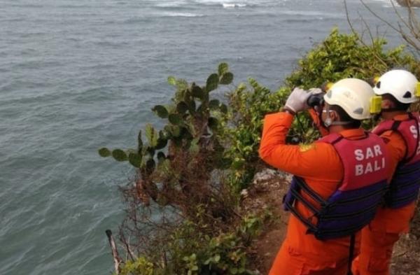 Pemancing Jatuh di Tebing Water Blow Nusa Dua Bali, Tim SAR Lakukan Pencarian