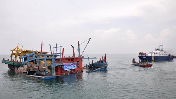 Bea Cukai Dumai Tenggelamkan Kapal Bermuatan Sabu 30 Kg Asal Malaysia