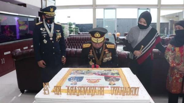 Video Panglima TNI Beri Kejutan ke Kapolri Idham Azis Spesial HUT Bhayangkara