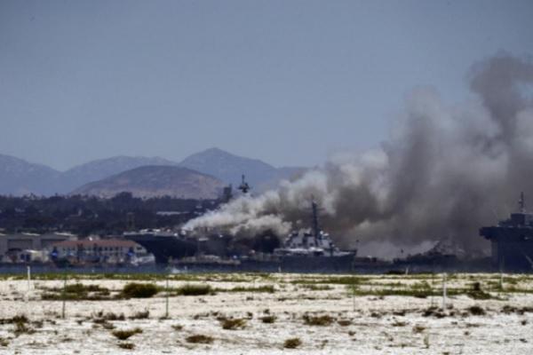 Kebakaran Hanguskan Kapal Perang AS di San Diego, 18 Perwira Dilarikan ke RS