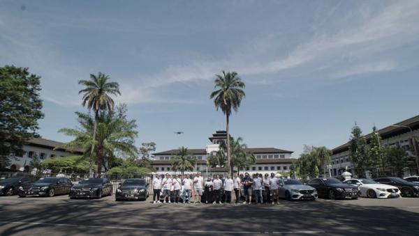 Turing Jakarta-Bandung, Komunitas Mobil Mercedes-Benz Sumbang APD ke Tim Medis